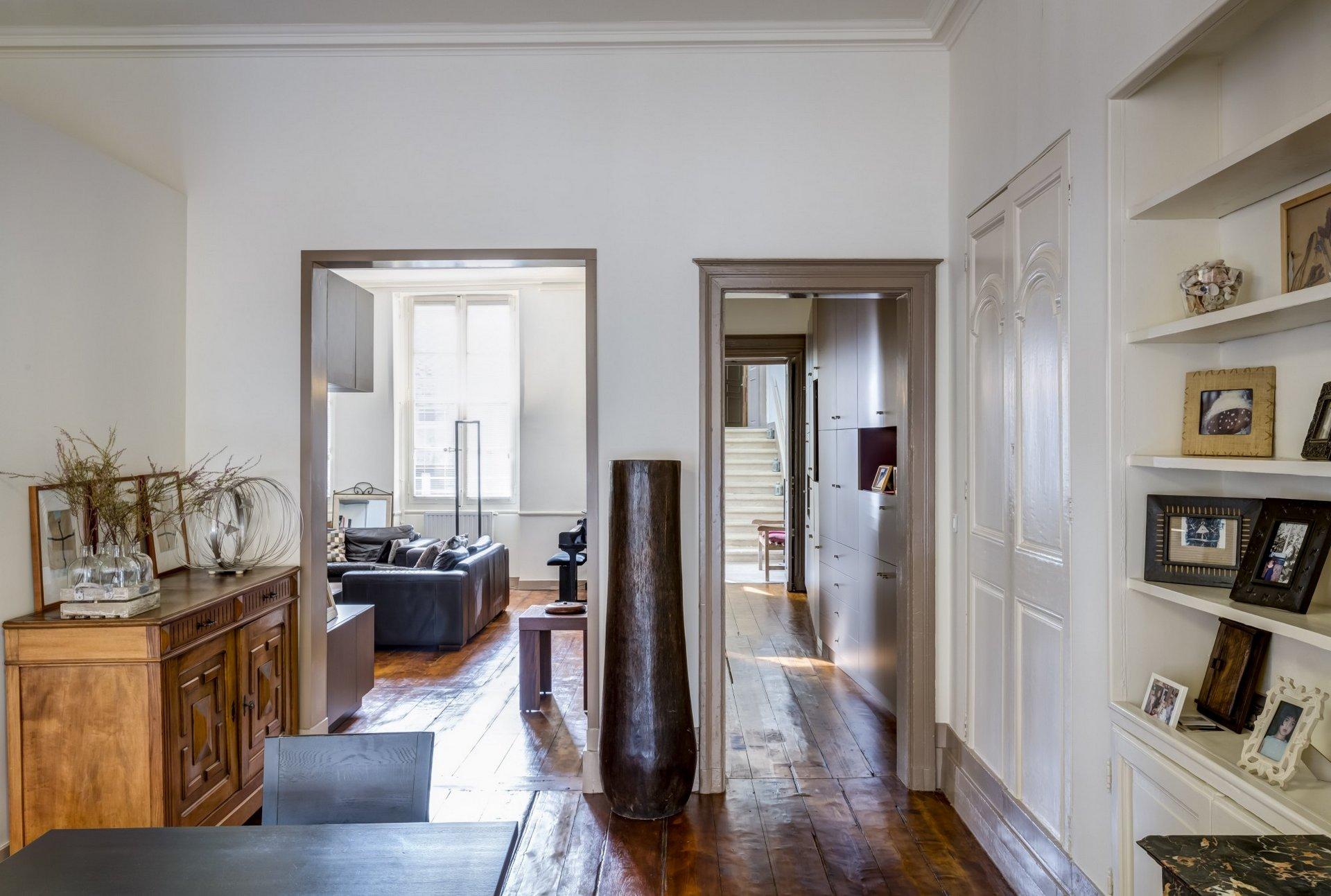 Intérieur appartement avec parquet ciré